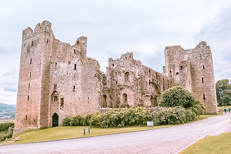 The old ruined side of Bolton Castle