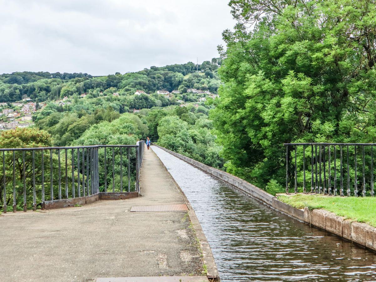 Pontcysyllte Aqueduct Llangollen Canal Wales.jpeg