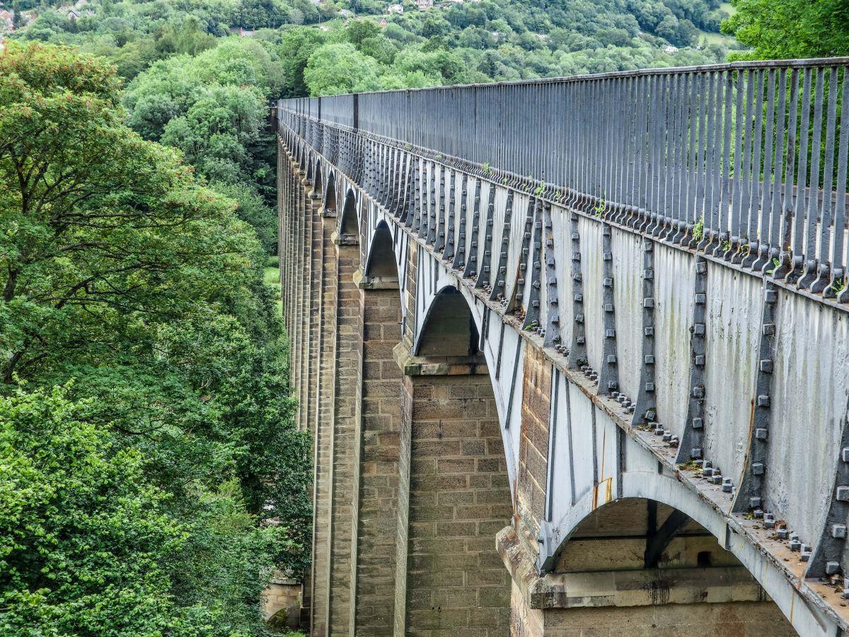 Pontcysyllte Aqueduct side view.jpeg
