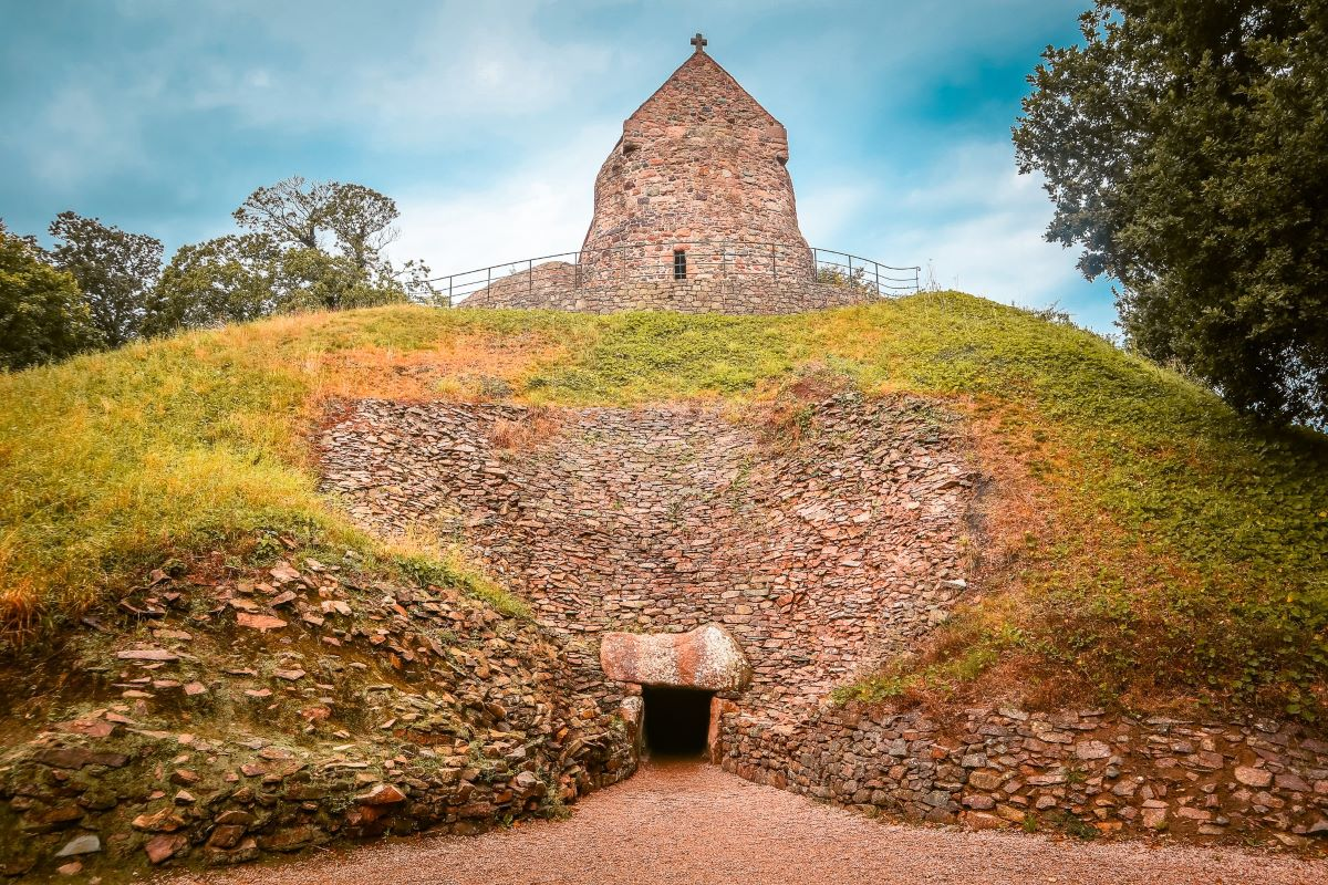 Visit La Hougue Bie with the Jersey Heritage Pass